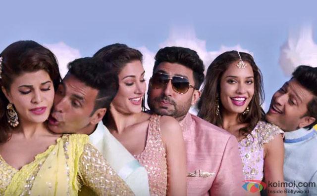 Jacqueline Fernandez, Akshay Kumar, Nargis Fakhri, Abhishek Bachchan, Lisa Haydon and Riteish Deshmukh in a still from movie 'Housefull 3'